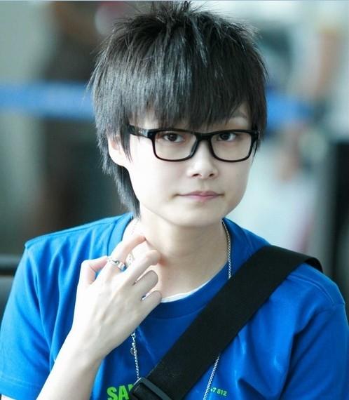 李宇春戴眼镜照片