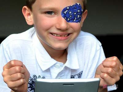 儿童弱视的症状及治疗