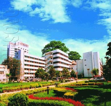 医院还担负着青岛大学医学院,泰山医学院,维坊医学院,省市卫生学校等
