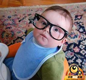 """戴""""眼镜""""的小学生增多-用眼习惯不好 小眼镜 越来越多"""
